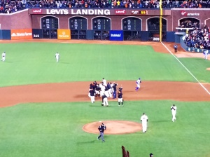 The GIANTS gather on the field to celebrate Michael Morse's walk-off.